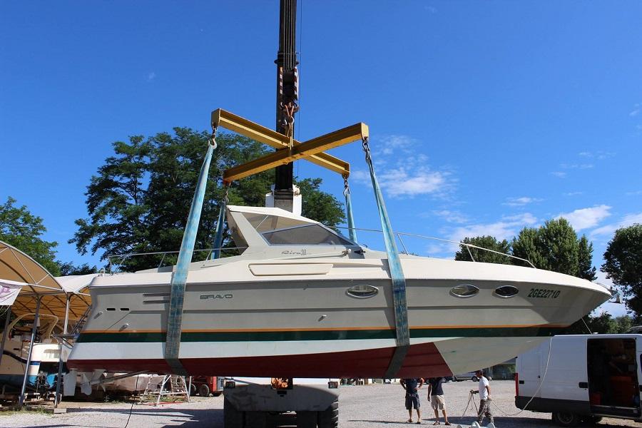 Movimentazione di una barca a fine lavori